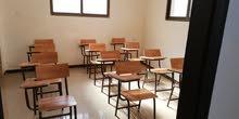 مقاعد دراسية بحالة ممتازة للبيع