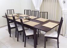طاولة طعام من شركة IKEA بحالة ممتازة