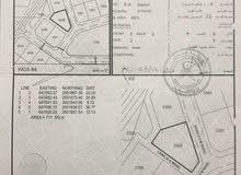 أرض العامرات 8/1 مساحة 711  كورنر مفتوحة من ثلاث جهات