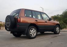 للبيع تويوتا رافور موديل 98 تسجيل شهر 11 سيارة بحالة ممتازة جداا نظيفة من داخل و