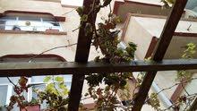 منزل 3 أدوار  في سوق الجمعة