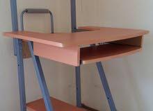 طاولة كمبيوتر استعمال نظيف للبيع المكان بنغازي