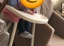 للبيع كرسي طعام من عمر 6اشهر ل 3 سنوات  ويرير اطفال لون خشبي مع كل اغراضو