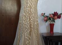 فستان اخت العروس أو أخت العريس اللون الذهبي