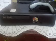 جهازXbox مع كامل ملحقاته  نضافه90% في اكثر من30لعبه مخزنه يده لعب2عدد كيبل HD
