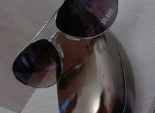 نظارات شمسية جديدة من Guess للبيع