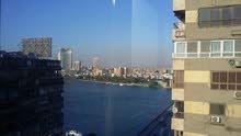 شقة فاخرة للايجار او البيع بموقع متميز وترى النيل على كوبرى الجامعة