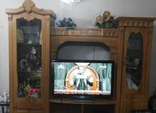 معرض تلفزيون ( بوفية ) خشب مع رفوف زجاج و مجرات
