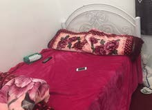سرير بحالة ممتازة مع مرتبة