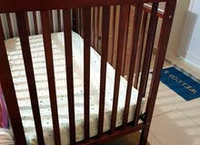 للبيع سرير اطفال من سنتربوينت مع مرتبة children's bed