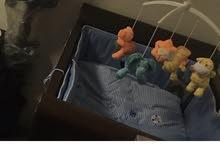 سرير اطفال فاخر للبيع  مصمم وعليه اسم فهد