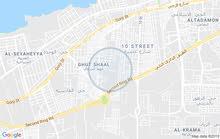 صالة كبيرة و معاها ارض 500م للايجار في غوط الشعال