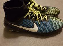 حذاء كرة قدم من شركه نايك