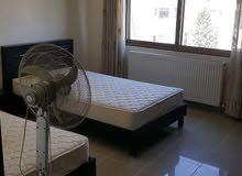 للإيجار شقة فارغة سوبر ديلوكس في منطقة الرابية 2 نوم مساحة 100 م² - ط ثالث
