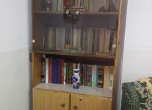 خزانة مكتبة بحالة جيدة جدا للبيع