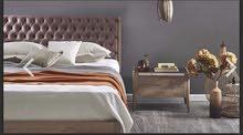 Queen bed & 2 dressers