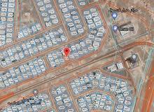 للبيع أرض سكنية شبه كورنر مستوية في المعبيلة الثامنة الخط الأول