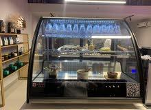 ثلاجة عرض حلويات ومنتجات للمطاعم و الكوفيهات