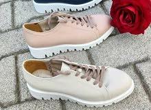مطلوب أحذية وجوارب