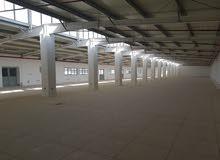 للايجار مساحة كبيرة داخل مجمع معروف بالشويخ