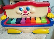 لعبة بيانو على البطاريات بحالة جيدة