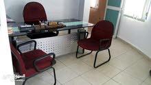مكتب سيكوريت(2كرسي وكرسي مكتب)+خزائن خشب بلوط للبيع