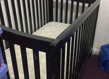 سرير اطفال خشب بالمرتبة حالته ممتازة مستويات
