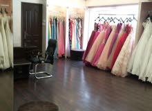 محل تجاري للعرائس للبيع في موقع مميز.