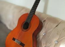 للبيع جيتار ياماهاc40 ...اموره طيبه كالجديد