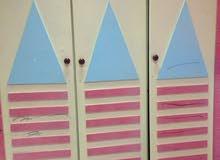 خزانة ملابس للأطفال مع تسريحه