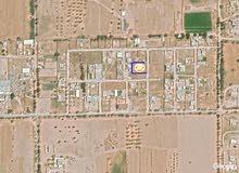 قطعة أرض سكنية فضاء للبيع في مقسم سكني عالقطران بطريق الوزيرة