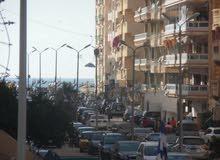 شقة في شارع مزدوج 115م طابق اول علوي مسجلة في شاطئ النخيل