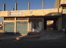 محلات تجارية مع قطعه ارض في منطقة الزرقاء بسعر مفري