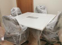 طاولة Steal case جديده مع 2 كراسي