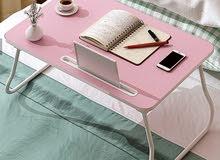 طاولات خشبية بعدة ألوان