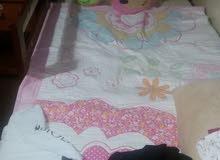 سرير اطفال مع مرتبة طبية من بوتري بارن شبه جديد  +خزانة ارفف +كوميدينا مفرد