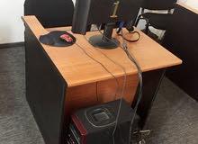 كمبيوتر مكتبي للبيع معاه طاولـة