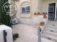 شقة ارضية للبيع ام اذينة مساحة 165م مع ترس 50م بسعر مميز
