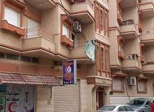 عماره للبيع فى رأس اعبيده مساحتها 250م على شارعين مكونه من 7شقق و3محلات تجاريه