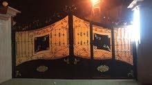 باب اربعه 4 متر فيه باب صغير 80 سنتم طراز فايبر تصميم انيق للفلل