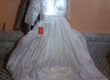 فستان ابيض زفاف جديد مع طرحة وجزمه مقاسها 38