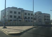 شقة للإيجار أبو فطيره قطعة 2 مكونة من 3 غرف نوم منهم غرفة ماستر و2 حمام وغرفة خادمه بحمامها ...