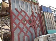 باب حديد طلاكه ونص ارتفاع 3 متر وربع العرض 1 متر ونص
