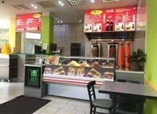 مطعم مجهز و مرخص للايجار في مكان حيوي جدا في مساكن شيراتون