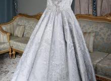 فستان ملكه شبه جديد للبيع بسعر مغري