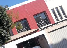 للبيع بيت في سرايا 2 ابو قوه البيت دورين مع حوش وطبيله 4 غرف 4 حمامات وصاله كبير