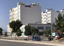 محل (معرض)  للإيجار 180 متر مربع  في العامرات الخامسة (1200 ريال قابل للتفاوض)