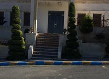 ڤيلا فاخرة للبيع أبو نصير شارع الأردن الارض 630م والبناء 500م تتكون من طابقين كل طابق شقة منفصلة