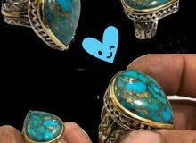 السلام عليكم  خاتم  فيروزي نيشابوري اصلي  عروك  ذهبية وصياغة يدوية ثكيلة كلش