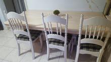 طاولة خشب وفاترينا خشب زان أصلي وقوي